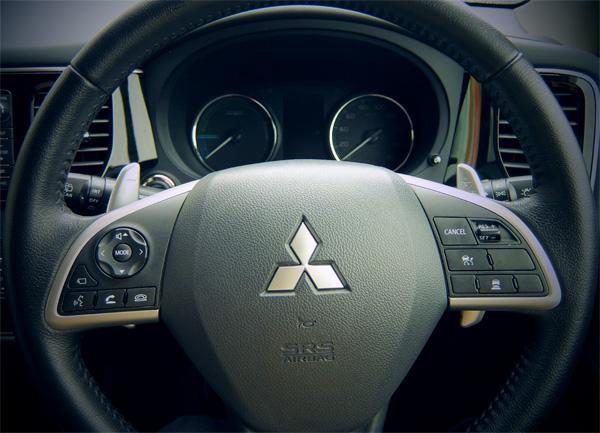 35 Outlander PHEV steering switch 600.jpg