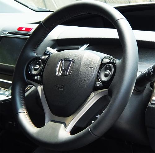 HONDA-JADE-RS-13-500-steering.jpg
