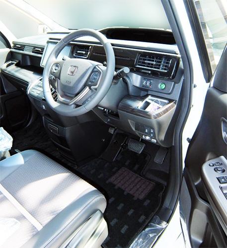 HONDA-STEP-WAGON-SPADA-23-Drivers-seat-500.jpg