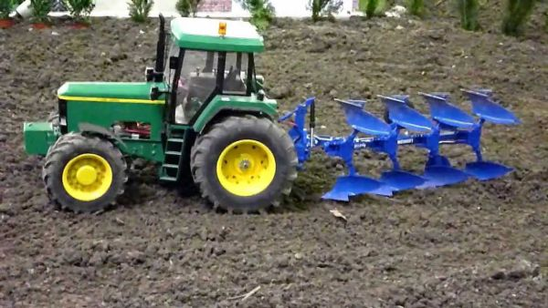 RC Tractor 600.jpg