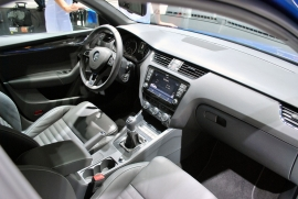 Skoda Octavia RS cockpit 01 view 270.jpg