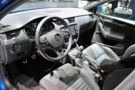 Skoda Octavia RS cockpit 02 view 270.jpg