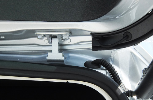 VW-Passat-Variant-08-hinge-rear-hatch-500.jpg
