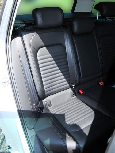VW-Passat-Variant-10-rear-seat-500.jpg
