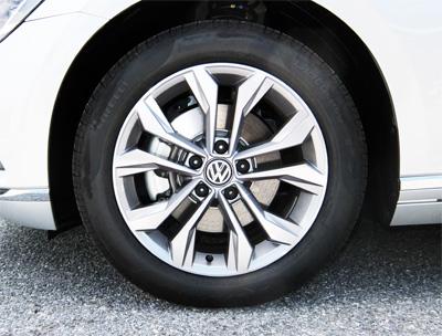 VW-Passat-Variant-18-tire-400.jpg