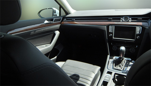 VW-Passat-Variant-21-inside-left-500.jpg