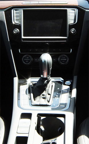 VW-Passat-Variant-23-center-consoler-500.jpg