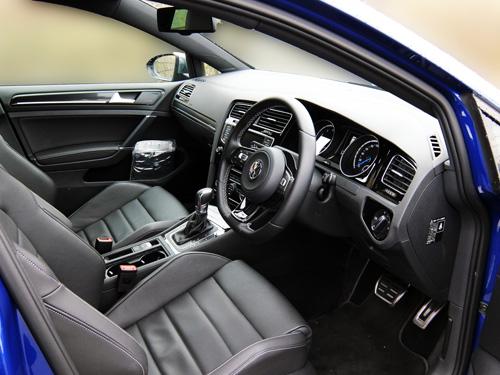 VW Golf7 R 16 Cockpit 500.jpg