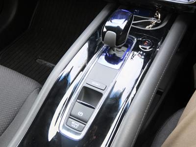 Vezel Hybrid center consol 400.jpg