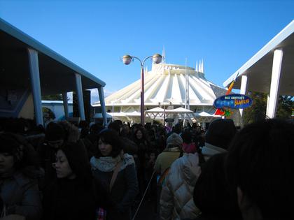 16 バズライトイヤーのアストロブラスター 待つ人.jpg